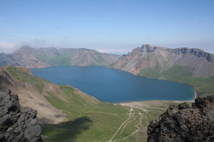 Paektu_crater.JPG